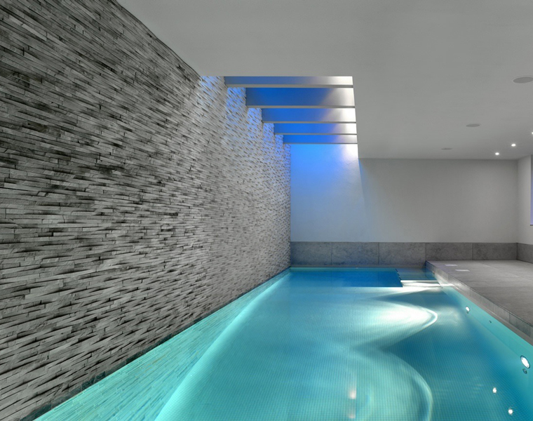 Swimming pool design with island stone island stone for Pool design company elwira kowalska
